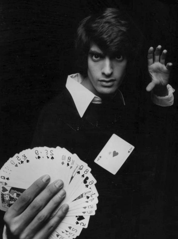 le magicien pratique plusieurs disciplines afin de nous éblouir !